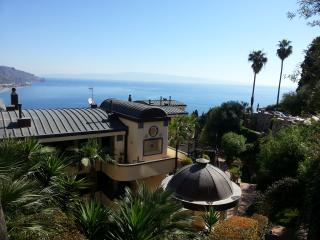 *****PANORAMIC, garage, swimming pool, garden,WiFi, Taormina