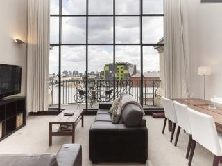 Huge Iconic South Yarra Apartment (2br), Melbourne