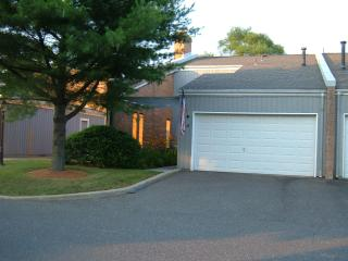 TOWNHOMEon18hole GOLFcrse,POOL,TENNISPrivate Gated, Spring Lake