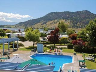 Holiday Park Resort - Kelowna, BC: Studio & Kitch.