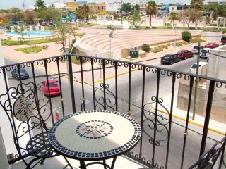 Spacious and Private Downtown Penthouse Mar #7, Playa del Carmen