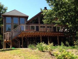 Beautiful Four-Bedroom Lakefront Home, Athens
