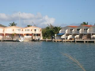 Lovely 2 bed waterfront villa, Jolly Harbour