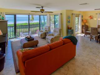 Sea Dreams: Luxury Ocean and Beach Front Townhome, Captiva Island