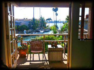 LUXURY OCEAN FRONT home sleeps 8 on the canal on, Long Beach