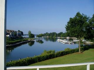 Spring Special, Lakefront Condo, Pool, Dock, View!, Lake Norman