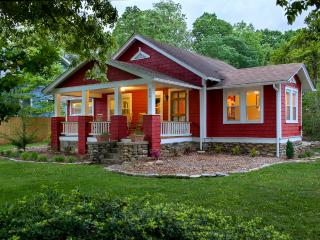 The Red Cottage -Great location! 15 minute to Avl, Black Mountain