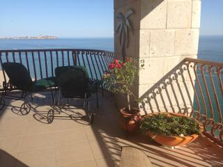 3BR at the Sun w/ Wrap Balcony & Forever Views!, Puerto Penasco