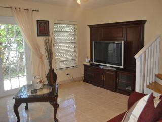Triple M's Seaview Cottage- PERFECT LOCATION!!!, Nassau