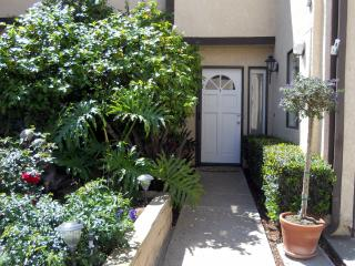 Newly Renovated Haven by the Sea Townhome near Bea, Long Beach