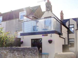 SEAVIEW COTTAGE, romantic, character holiday cottage, with a garden in St. Abbs, Ref 2036, Eyemouth