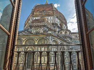 Artemisia - Florence center overlooking Duomo