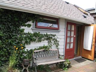 Carriage House Cottage, Victoria