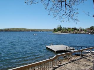 Right on the lake!  Quiet Resort Near Activities, Osage Beach