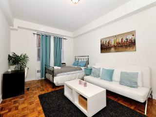 CHARMING 3 BR / 4 BEDS CENTRAL PARK DOORMAN BUILDING - Manhattan vacation rentals