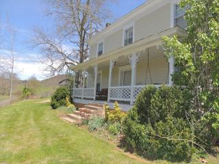 The Farmhouse at Elk Creek, Independence