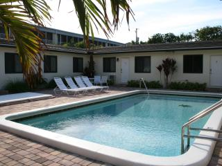Affordable Luxury Vacation - Steps to Beach, Deerfield Beach