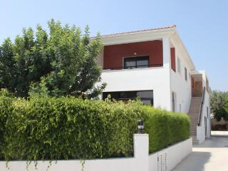 Beautiful holiday apartment with pool in the village of Kissonerga, Esentepe
