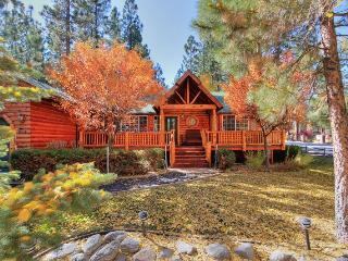 Boo Bear's Lodge - Pool Table! Spa! Fenced Yard!, Big Bear Lake