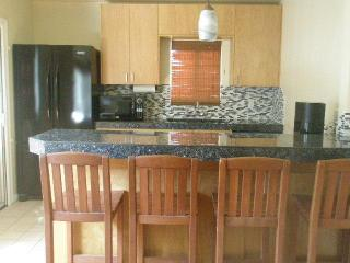 1 block from beach, family friendly,  central AC!, San Diego
