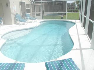 Lakeside Luxury Holiday villa close to Disney, Kissimmee