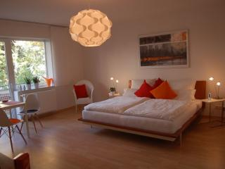 Vacation Apartment in Hannover - 818 sqft, modern, stylish, central, quiet (# 5155) - Hannover vacation rentals