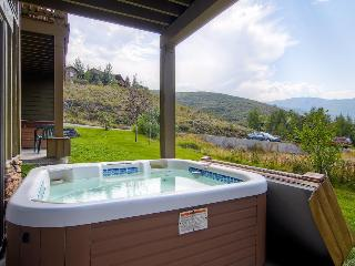 Home for 11 w/private hot tub; mountain views & fireplace, Park City