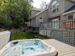 Condo w/private hot tub; fireplace, nearby park, Salt Lake City