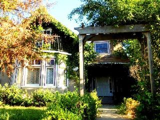 Histioric area 100yr old 4bd/3ba with pool!!, Roseville