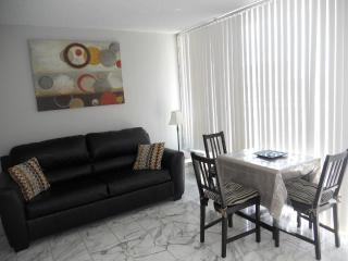 Completely Renovated High End 1br Suite, Honolulu