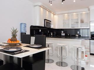 Luxury Apartment Steps From The Beach, Sunny Isles Beach