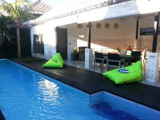 Bali Villa KAZZ 300 m from the beach, Canggu