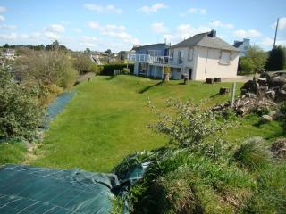 Large renovated house in the heart of Finistère, 200 meters from the beach, Landeda