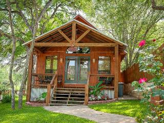Lil Kahuna - Adorable Cabin on River Rd, New Braunfels