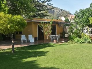 rose's cottage in mondello's beach - Palermo vacation rentals