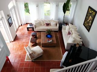 COMFORTABLE PRIVATE HOME IN PALMAS DEL MAR WITH POOL, BREEZE,VIEW AND GARDEN, Humacao