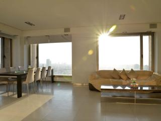 35th Floor - Sea View - Luxury Apt!, Ramat Gan