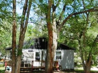 Cozy 2 Bedroom Bungalow on 1/2 Acre - South Dakota vacation rentals