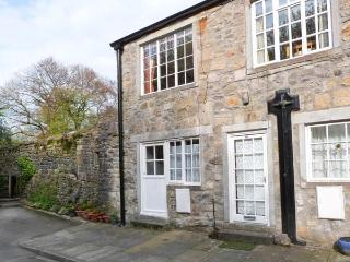 RIVERSIDE FLAT, first floor apartment, off road parking, garden, in Malham, Ref 904271 - Airton vacation rentals
