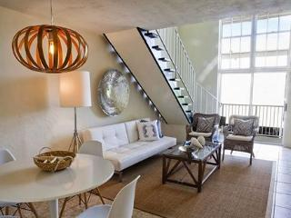 One Bedroom Loft steps from the Beach*, Key Biscayne