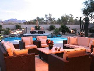 Scottsdale home with beautiful mountain views, close to shops, golf, and fine restaurants., Cave Creek