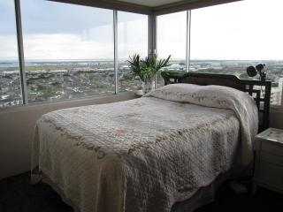 1BR Condo with Incredible Panoramic View Near Honolulu Airport