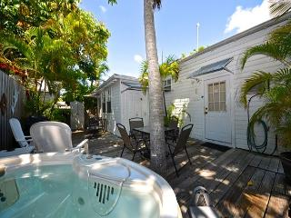 Orange Blossom Suite - Cute Condo w/ Loft Half Block To Duval. Shared Hot Tub, Key West