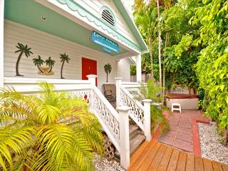 Conch Republic Cottages - 3 Bed 3 Bath Group Property - Steps from Duval St!, Key West