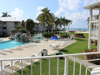 2 BR Poolside Condo at Sunset Cove on 7 Mile Beach, Playa de Siete Millas
