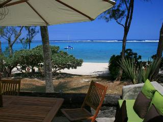 Villa Veloutier Blanc waterfront beach and lagoon, Blue Bay