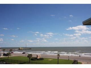 View Gulf, Pool, Beach & Fishing Pier.'Coral Reef', Galveston