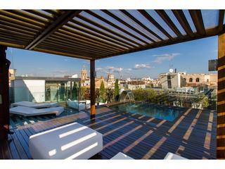 Reina Attic I with a shared pool on the terrace, Valencia
