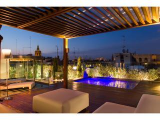 Reina Attic II - with a shared pool on the terrace, Valencia