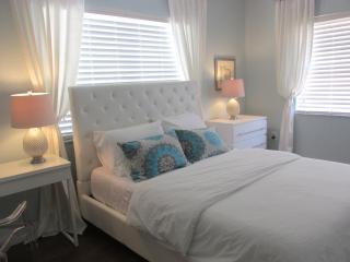 1 BLOCK FROM  COLLINS AVE AND THE BEACH 1 BD  2 BT, Miami Beach